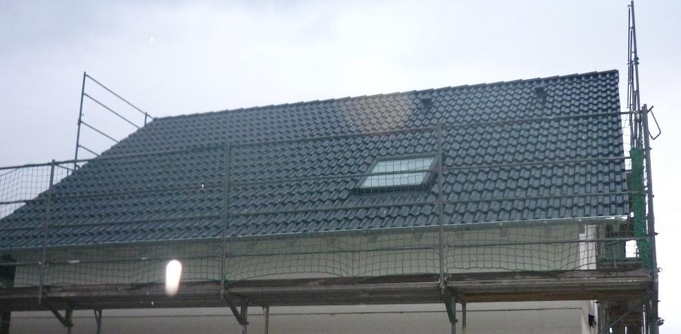 ...und dann die Dachpfannen verlegt.